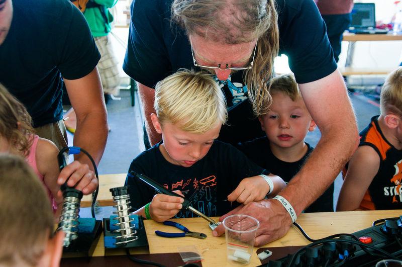 800px-Happy_kids_soldering_at_OHM2013.jpg